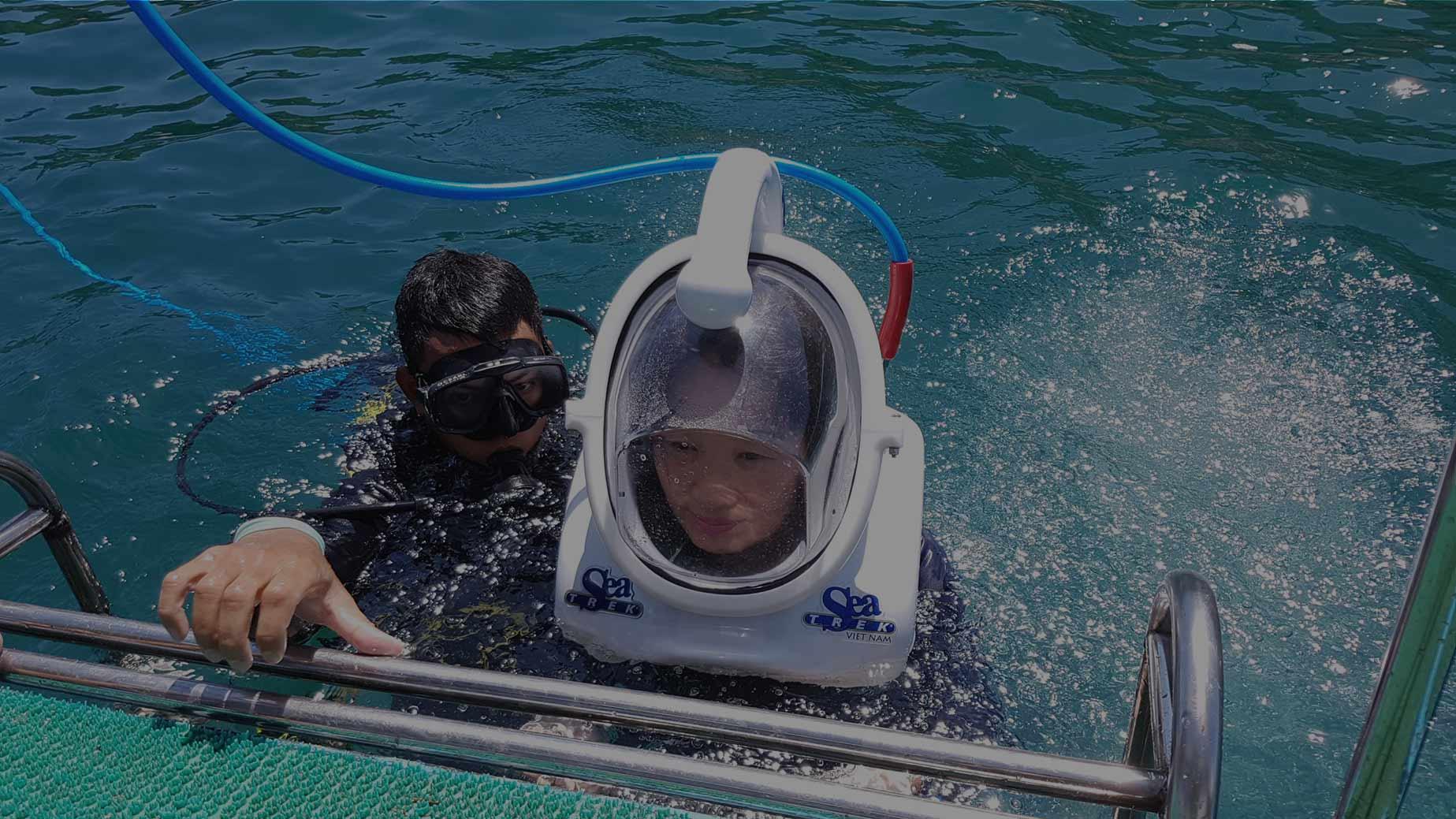 walking underwater tour