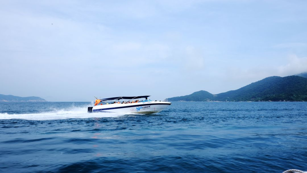 Speedboat to Cham Island